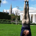 Headstand, Paris
